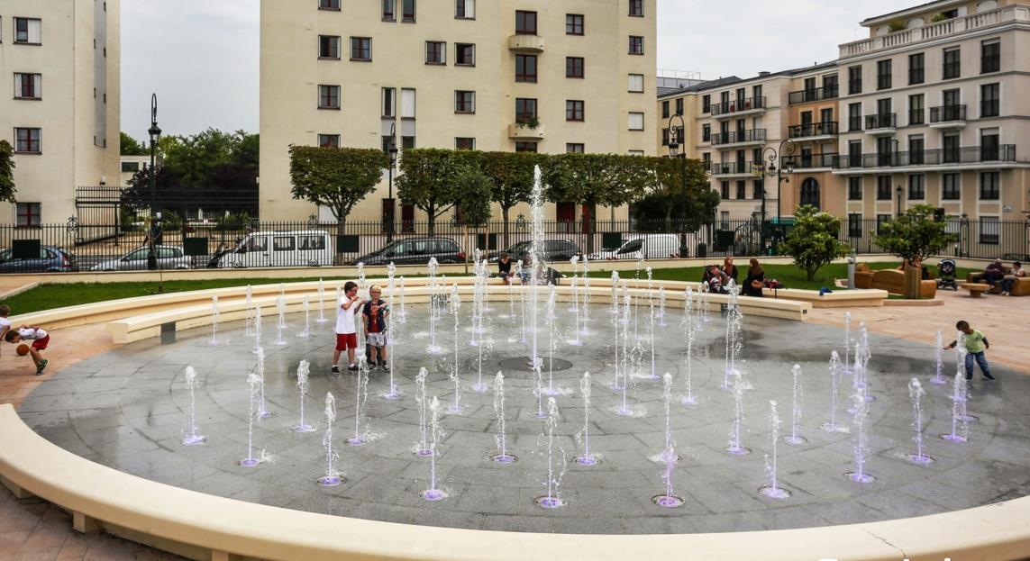 Fontaine sèche scénique, chorégraphique et musicale