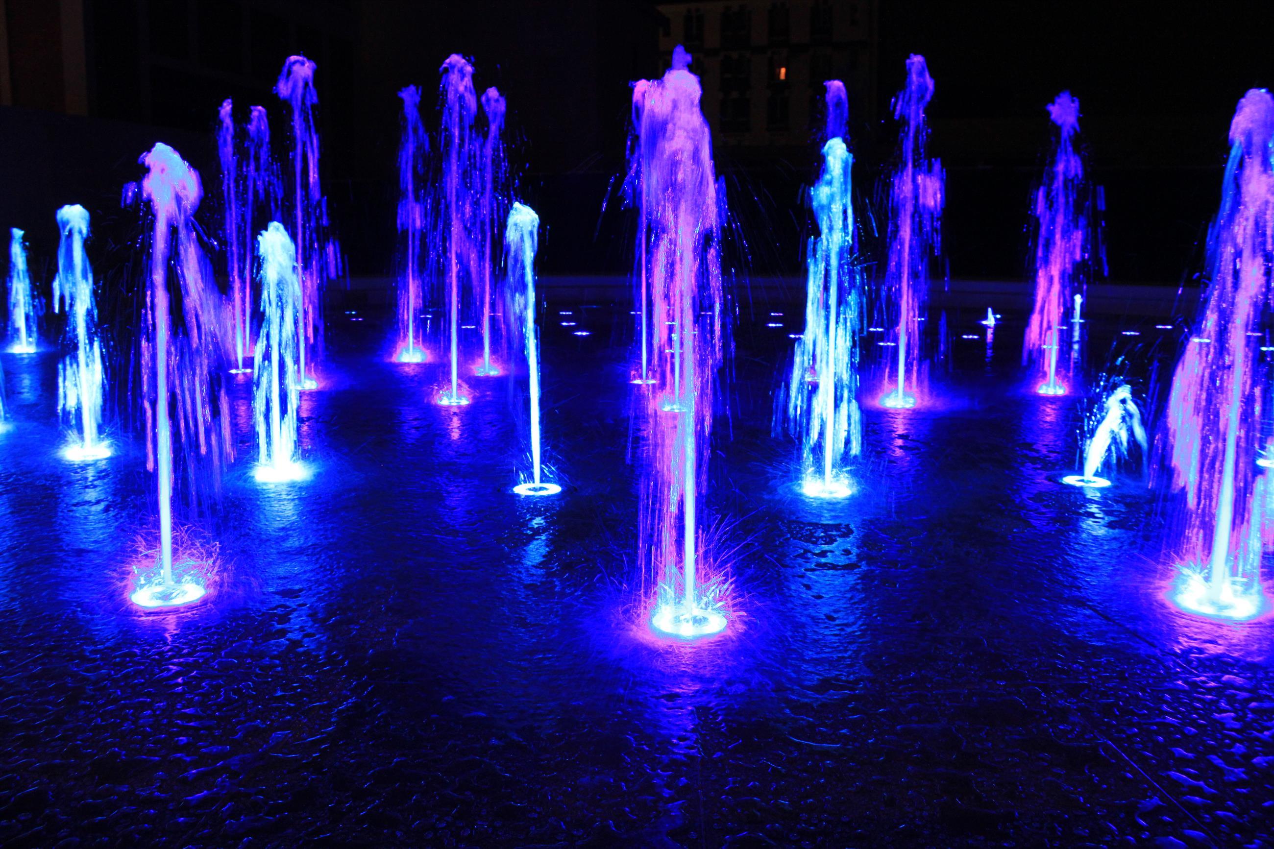 Fontaine sèche musicale de nuit