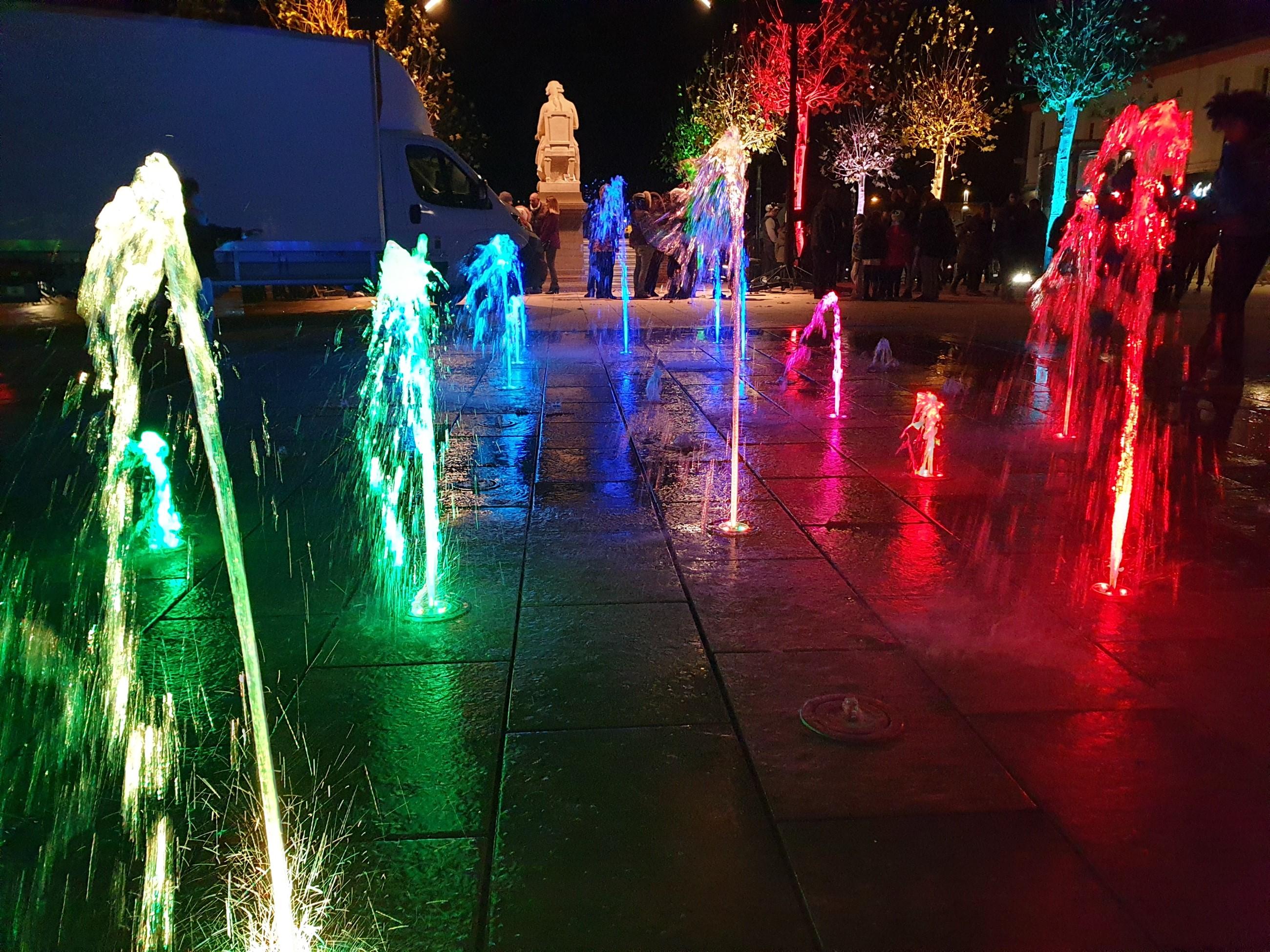 Fontaine sèche illuminée