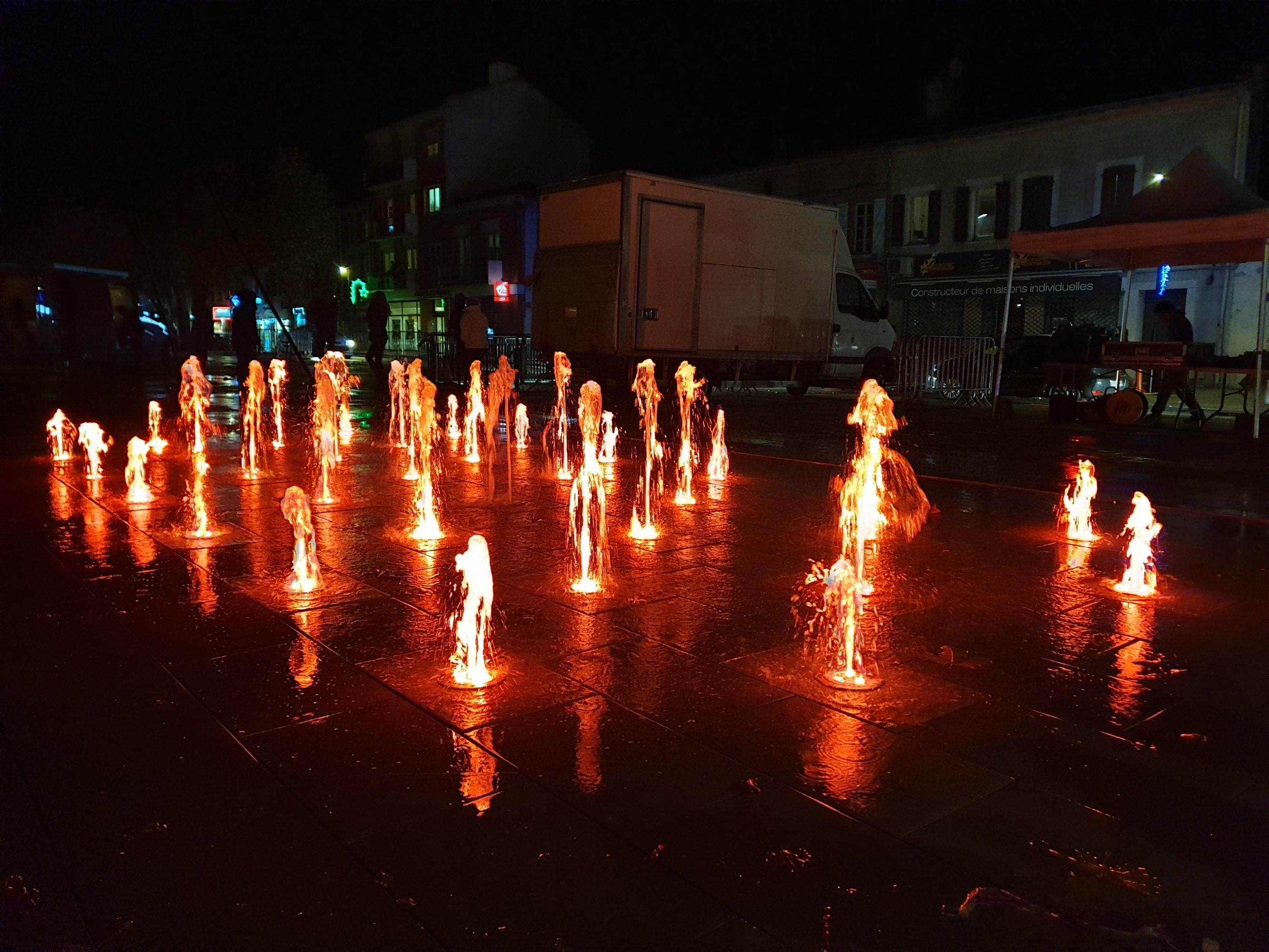 Fontaine sèche dynamique de nuit