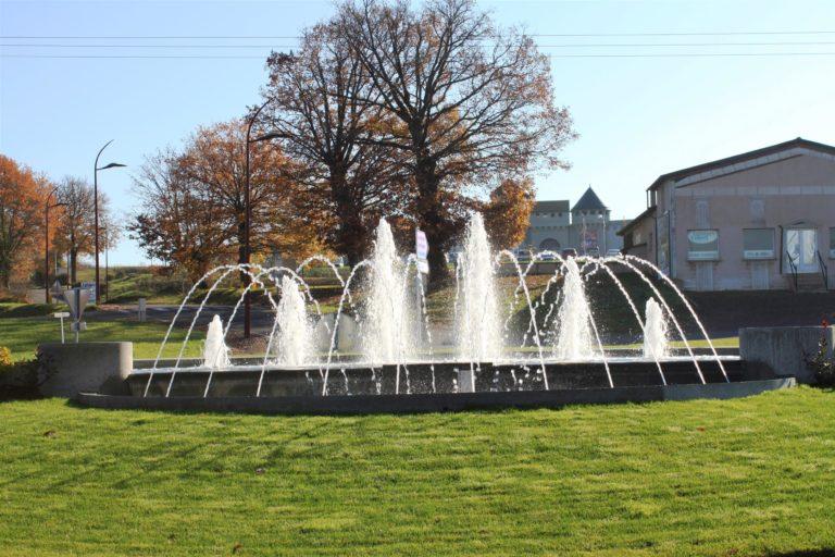 Fontaine agrémentée de jets arches et jets moussants