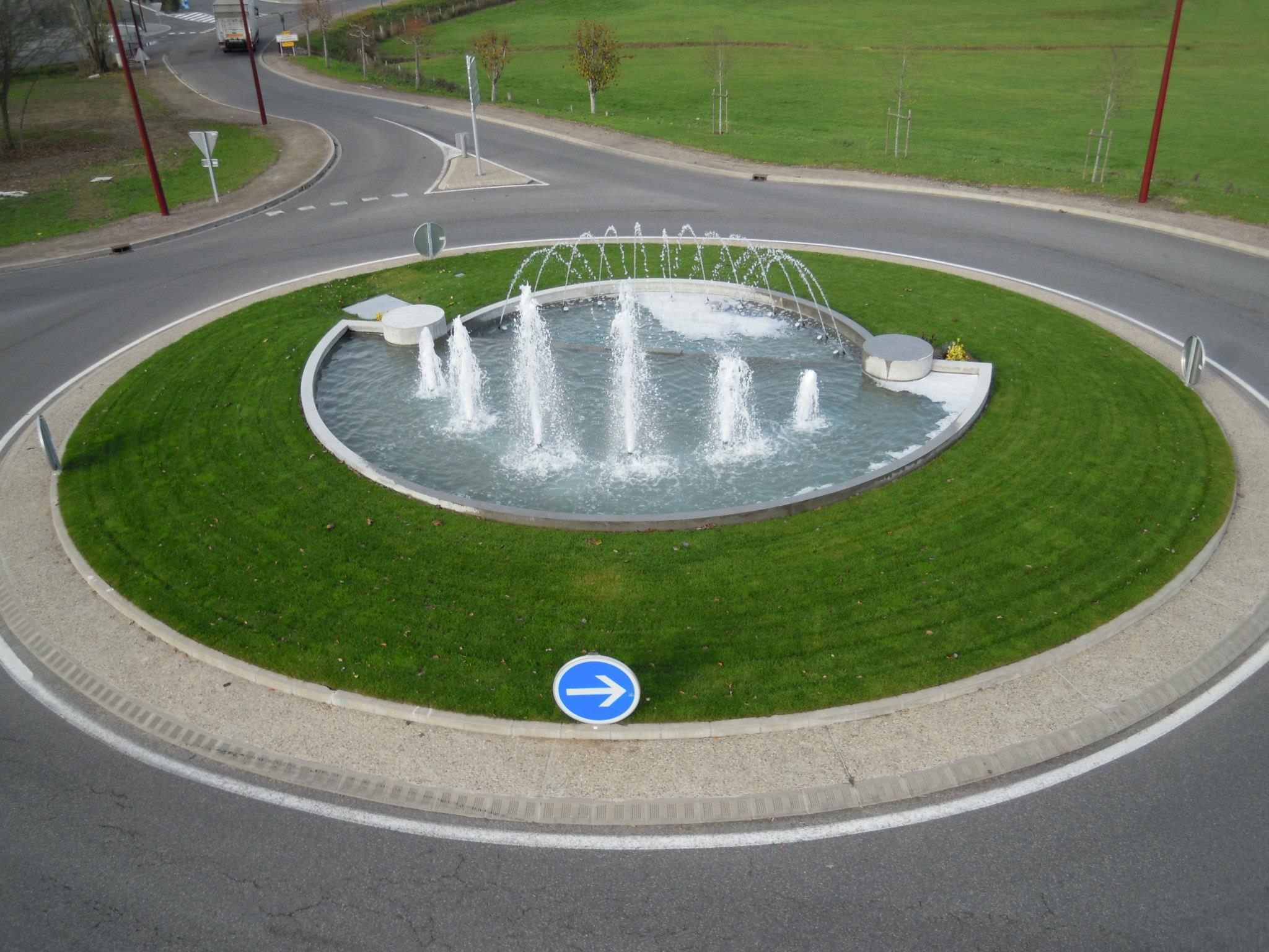 Aménagement d'une fontaine sur un rond-point à Bourbon l'Archambault