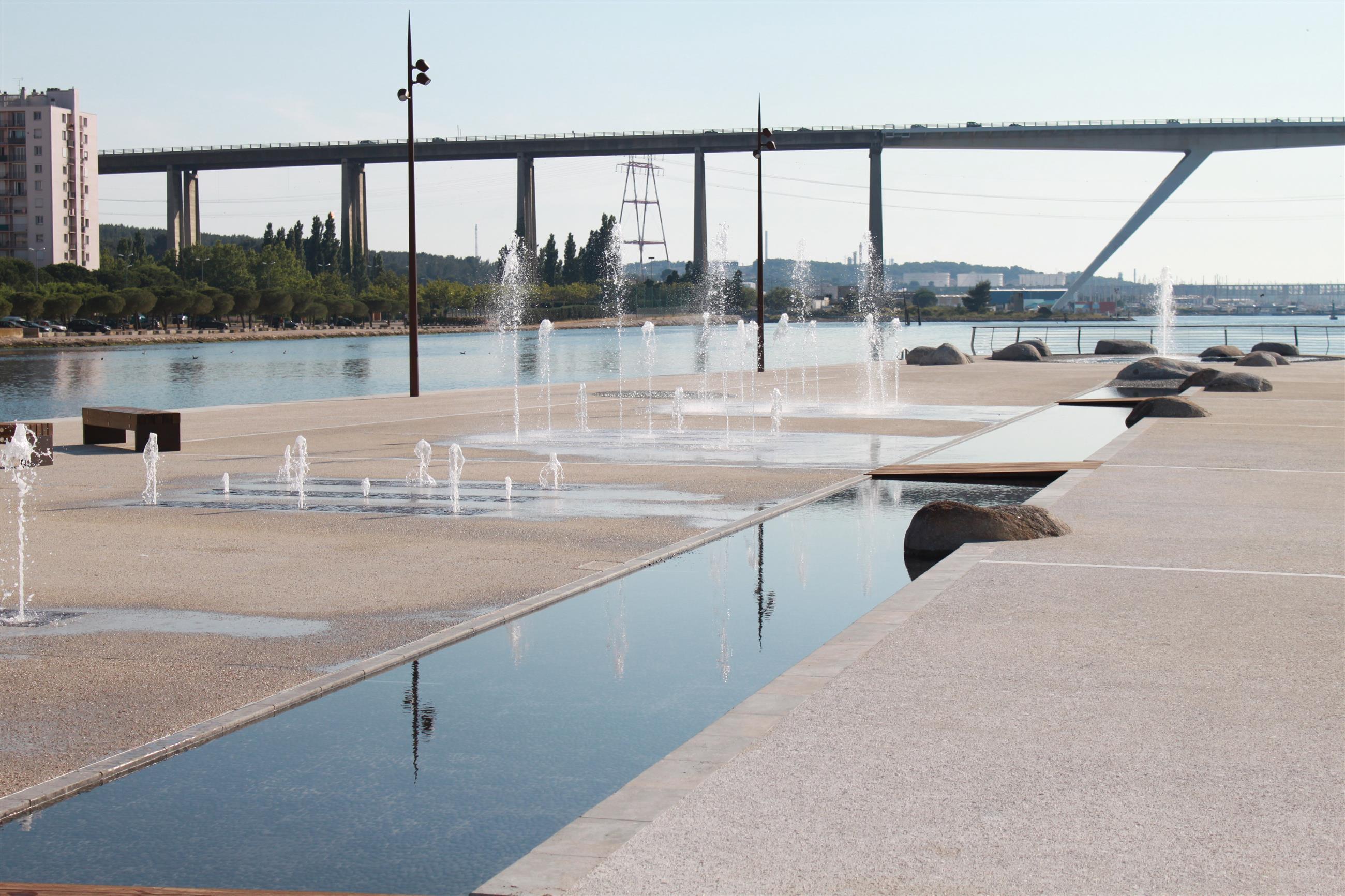 Canal de 70 m de longueur avec cascade au départ