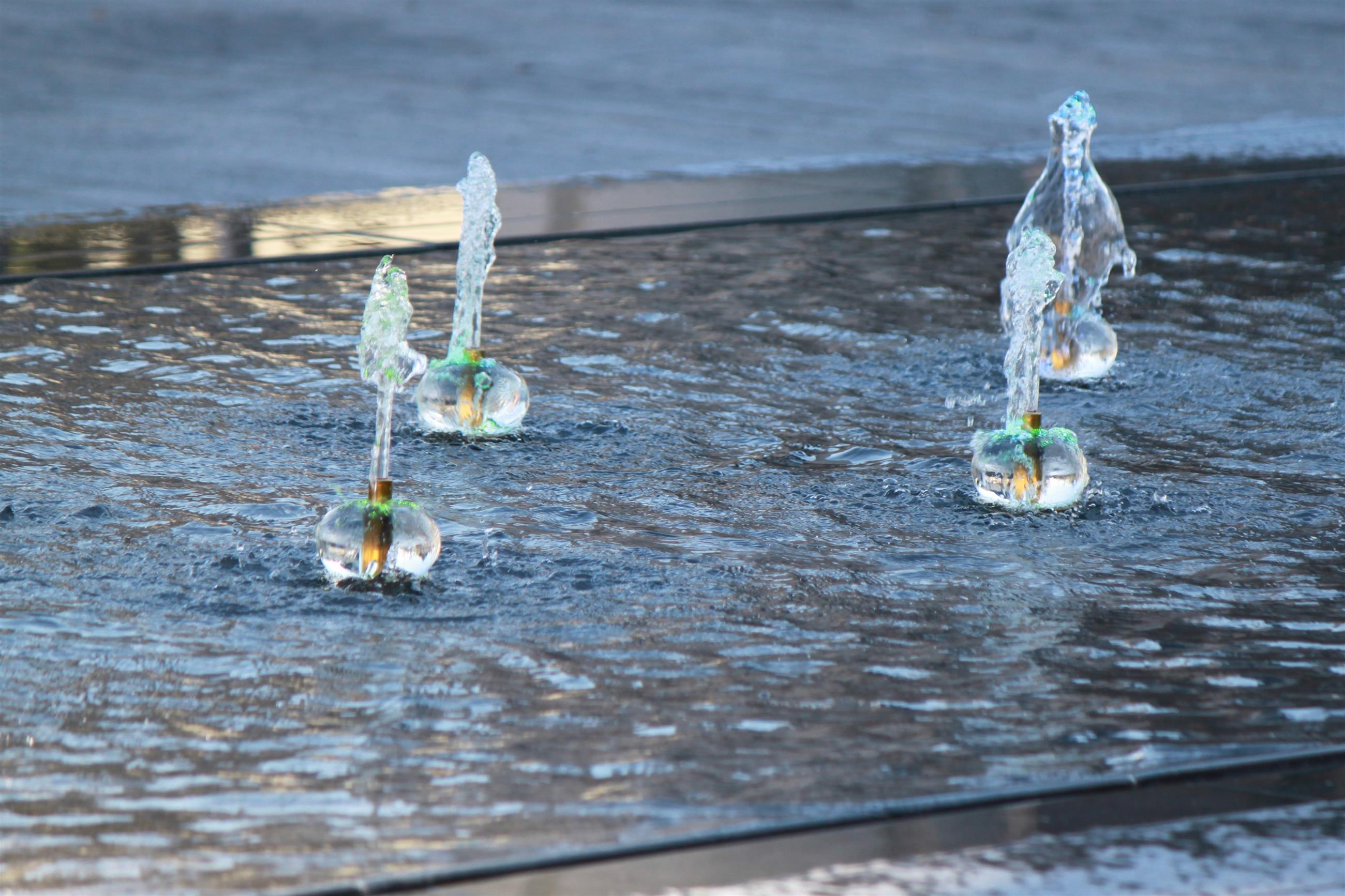 Sphères polycarbonate à leds pour mise en valeur des effets d'eau