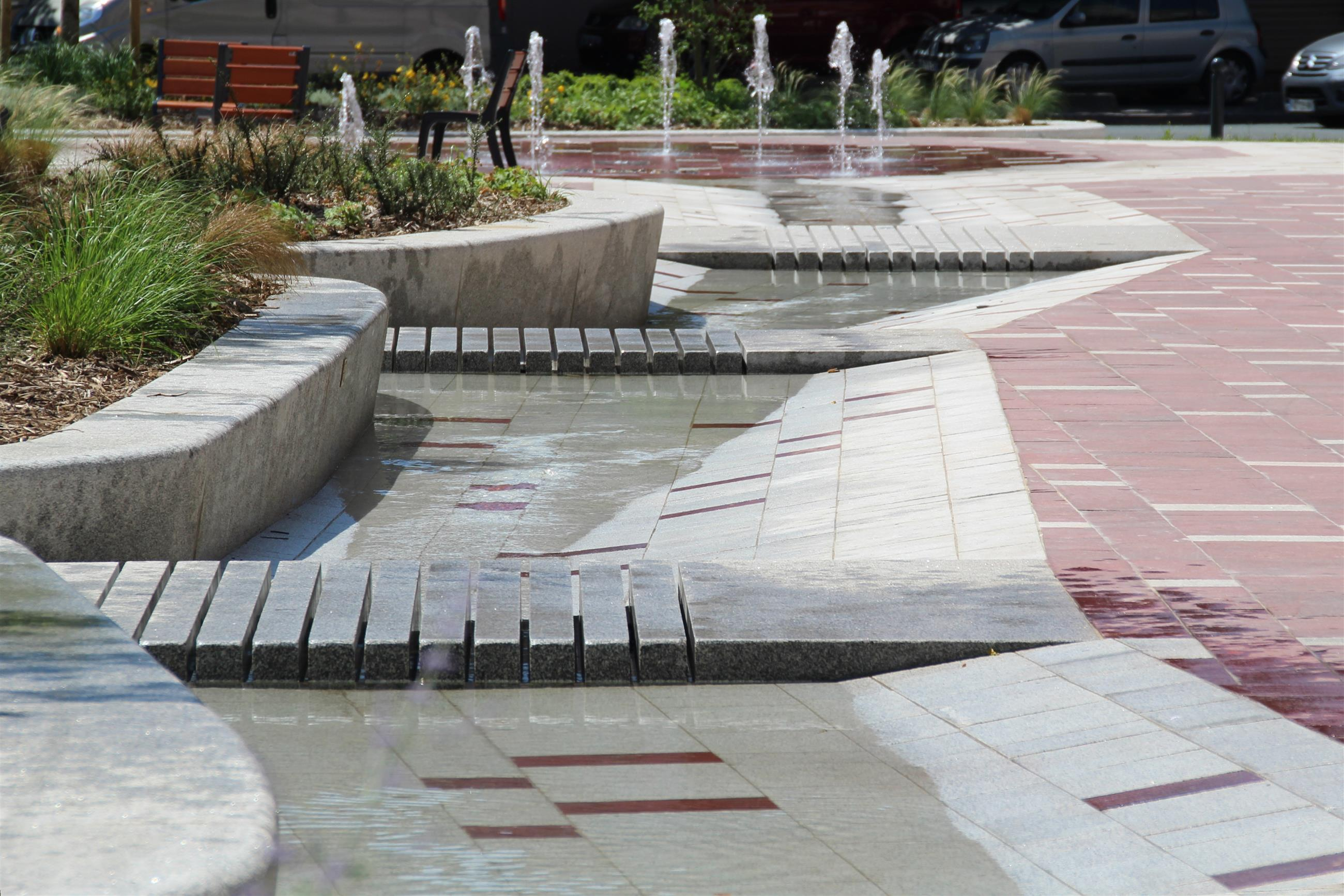 Vue du chemin d'eau avec pas japonais (parcours eau vive)