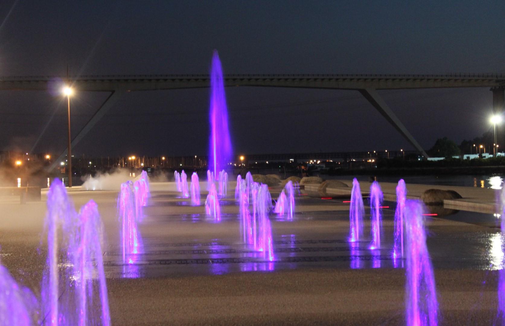 Fontaines sèches constituées d'un ensemble de 9 jets variables en hauteur