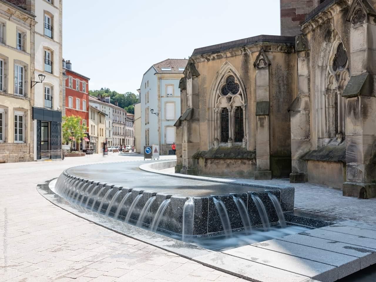 Fontaine-table-d-eau-creneaux-Epinal (1)