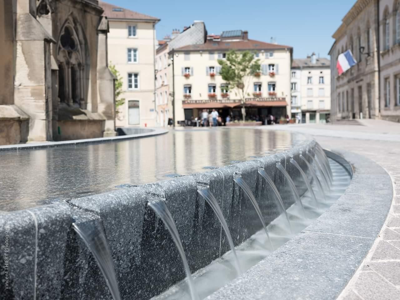 Fontaine-table-d-eau-creneaux-Epinal (2)