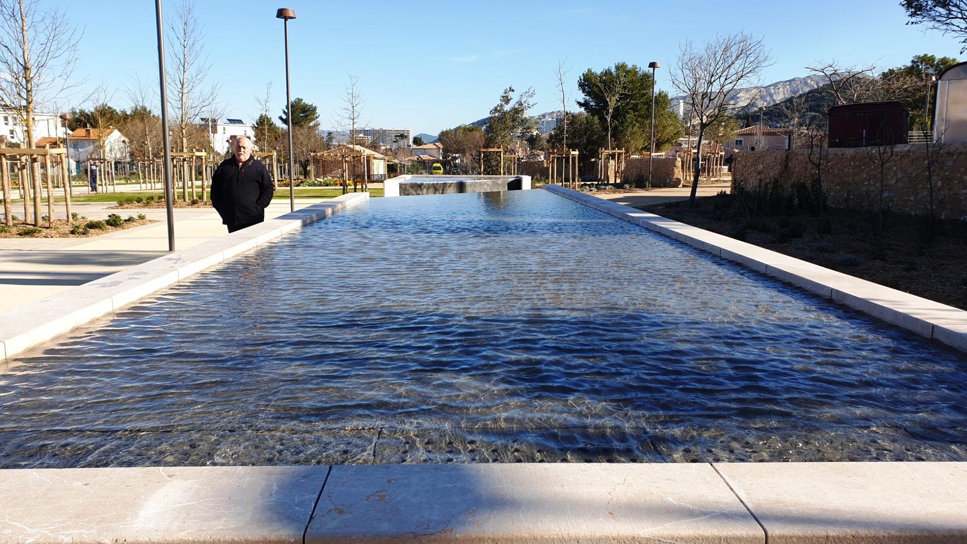 Fontaine table d'eau